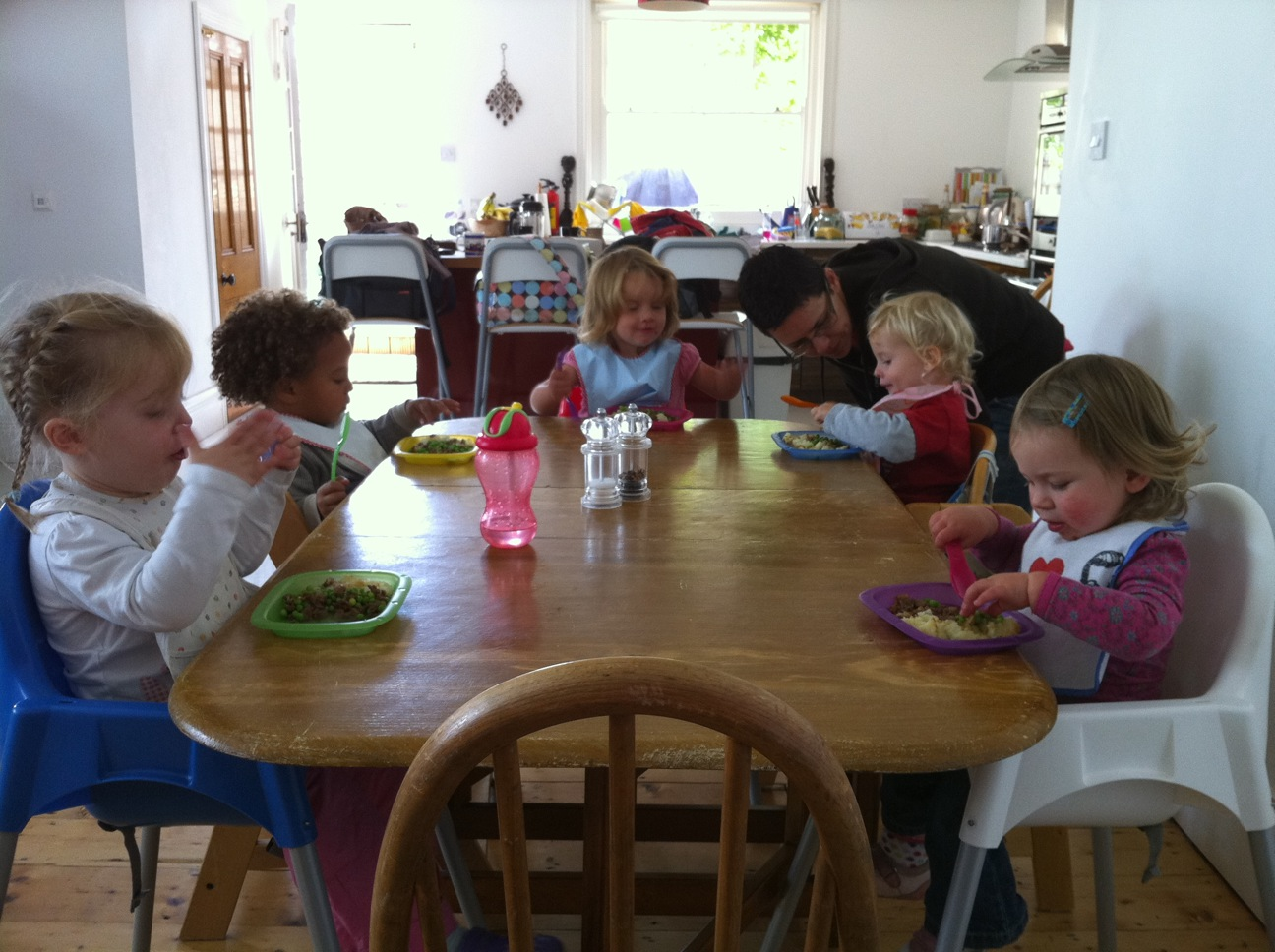 Managing mealtimes with children